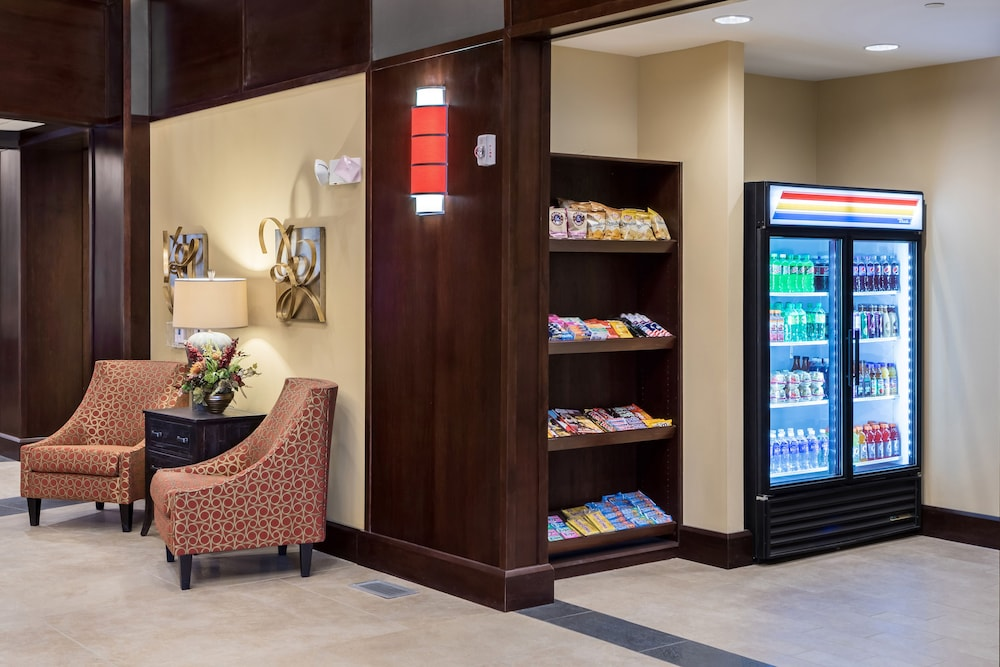 Snack Bar, ClubHouse Hotel & Suites - Fargo