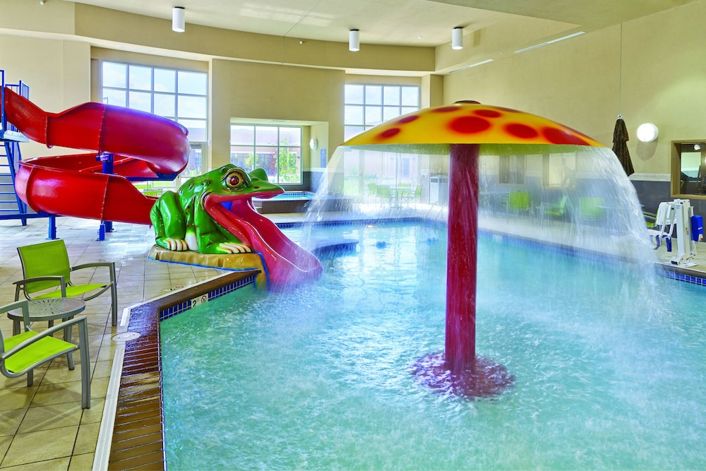 Pool, ClubHouse Hotel & Suites - Fargo