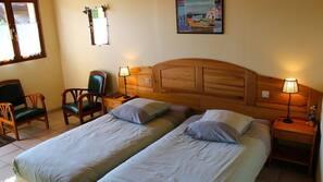 Escritorio y cunas o camas infantiles (de pago)
