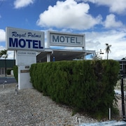 Royal Palms Motel