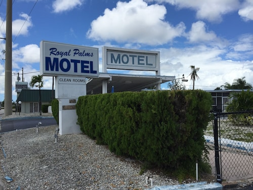Great Place to stay Royal Palms Motel near Stuart
