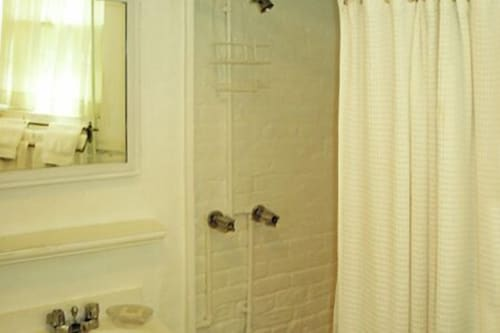 Bathroom, Incentra Village Guest House