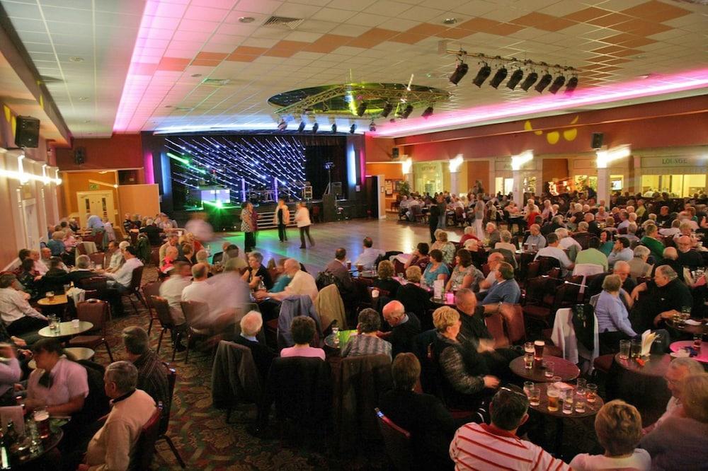 Book Pontins Sand Bay Holiday Park Weston Super Mare Hotel Deals