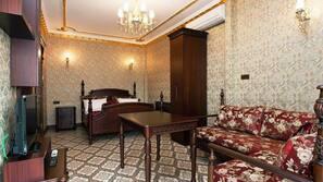 Zimmersafe, individuell dekoriert, Bügeleisen/Bügelbrett