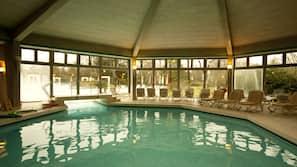 2 piscine coperte, piscina all'aperto, ombrelloni da piscina, lettini
