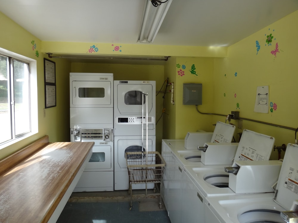 Laundry Room, Freedom Acres Lifestyle (Swinger) Resorts - Adults Only