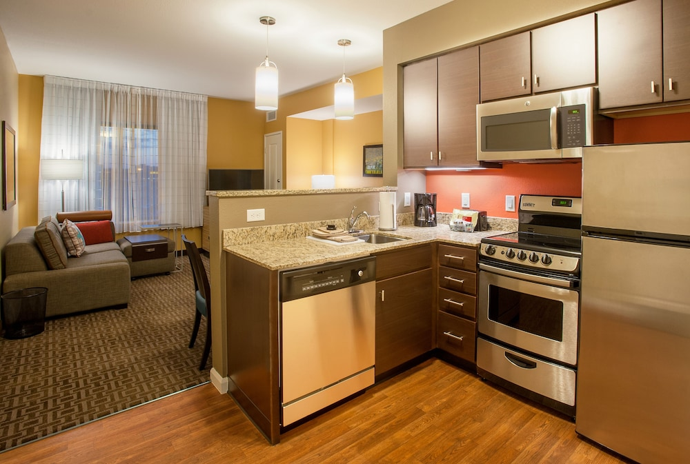 Private Kitchen, TownePlace Suites Minneapolis near Mall of America