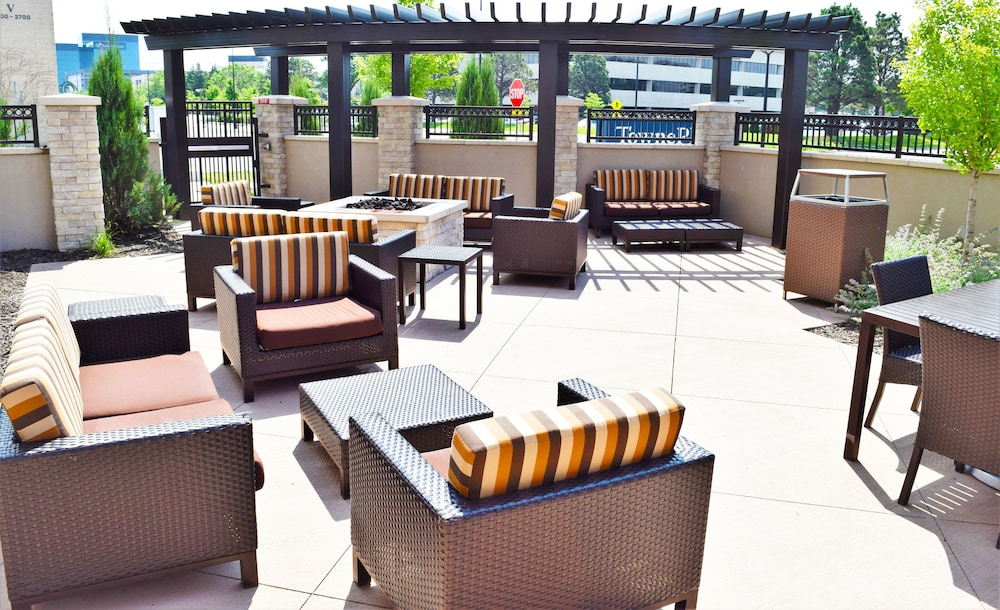 Terrace/Patio, TownePlace Suites Minneapolis near Mall of America