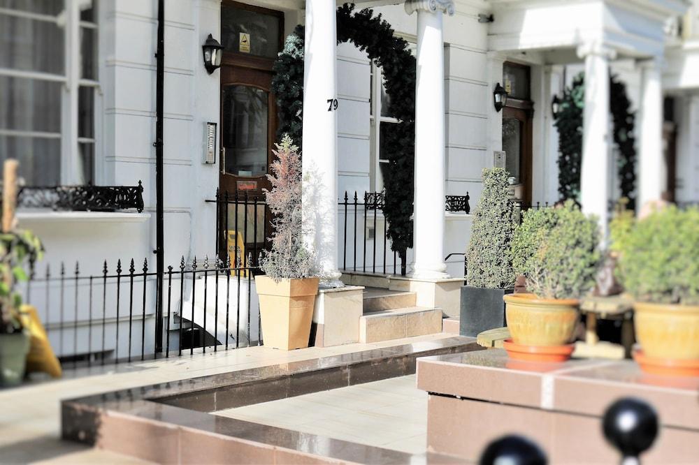 Imperial court studios deals reviews london gbr wotif for 27 inverness terrace