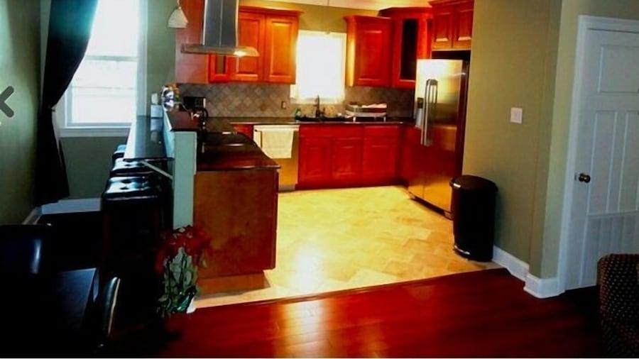 Choo Choo Lofts, 3 br, 2 bath, Full Kitchen - Lafayette, LA