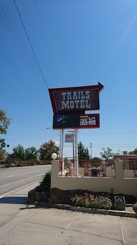 Trails Motel