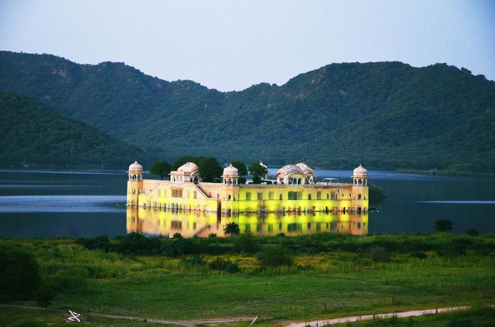 Hotel Crimson Park Jaipur