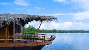 Yathra Houseboat by Jetwing