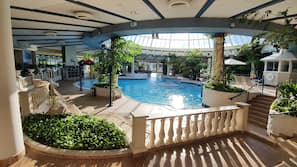 3 piscines couvertes, 2 piscines extérieures