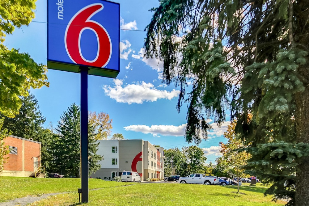 Front of Property, Motel 6 Allentown, PA