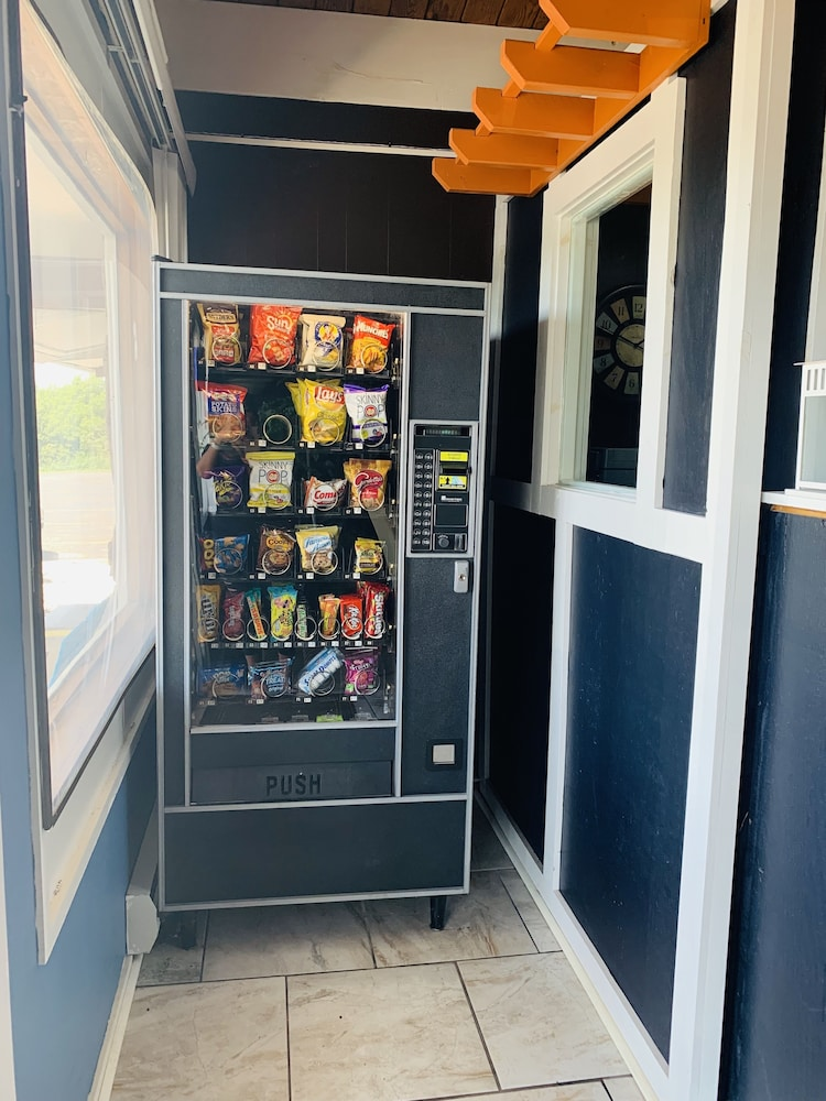 Vending Machine, Crossroads Motel