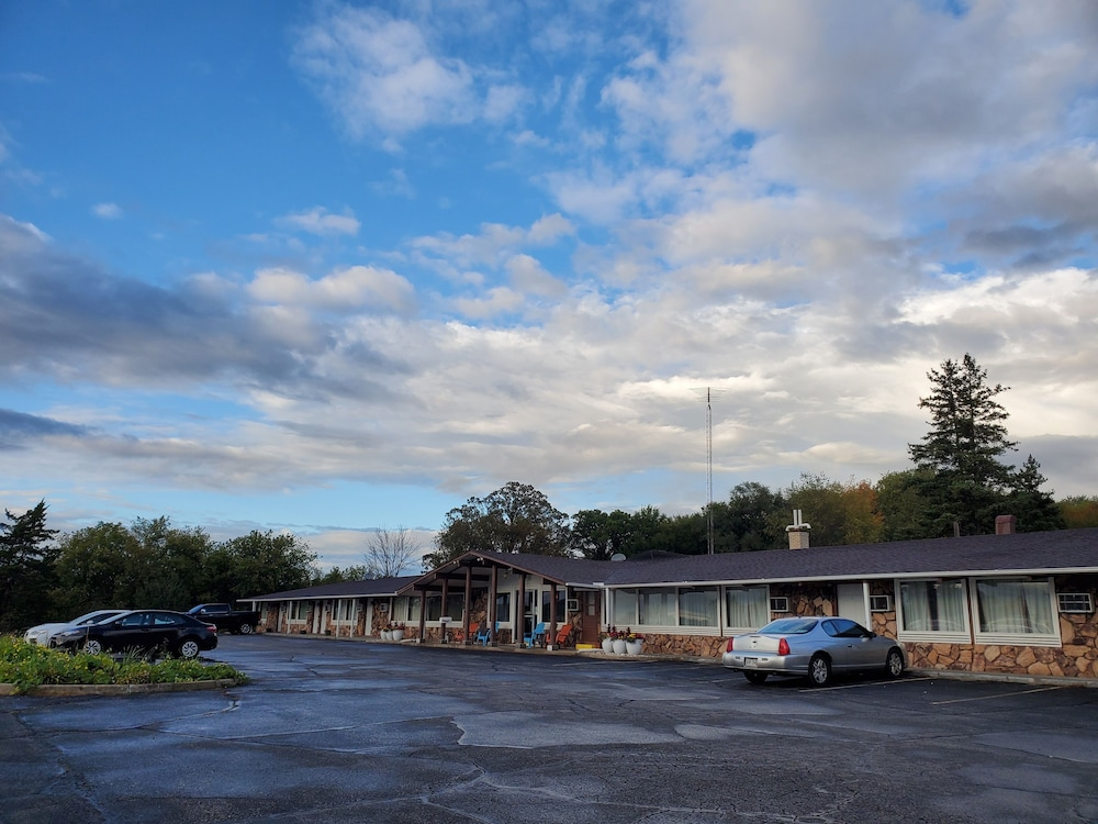 Front of Property, Crossroads Motel