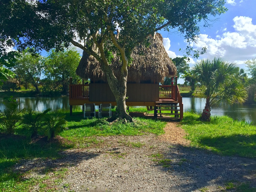 Gazebo, Everglades Chickee Cottages - Ochopee