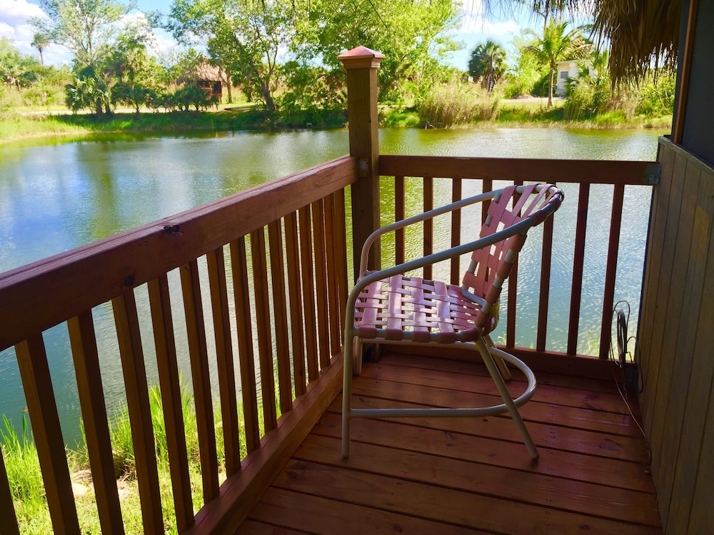 Balcony, Everglades Chickee Cottages - Ochopee