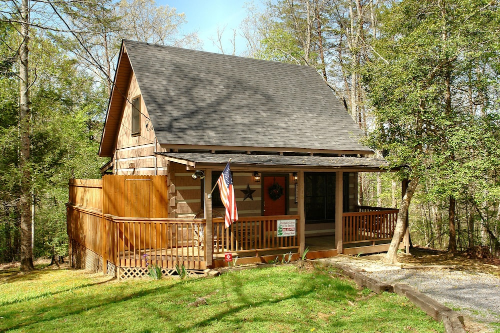 Affordable cabins in the smokies in gatlinburg pigeon for Deals cabins gatlinburg tn