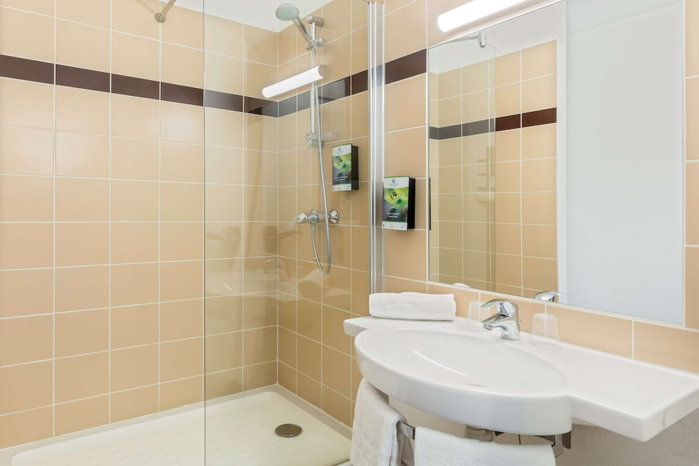 Bathroom, Sure Hotel by Best Western Saint-Amand-Les-Eaux