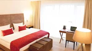 Free minibar, in-room safe, blackout drapes, soundproofing