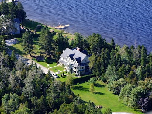 Check Expedia for Availability of Les Victorines du Lac