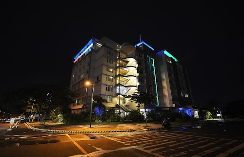 Paseo Premiere Hotel
