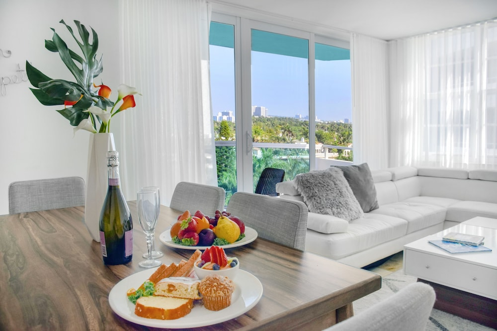 In-Room Dining, Seacoast Suites on Miami Beach