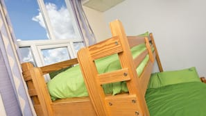 Free cribs/infant beds, wheelchair access