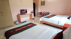 Hypo-allergenic bedding, minibar, individually decorated