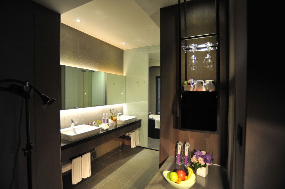 Bathroom, WESTGATE Hotel