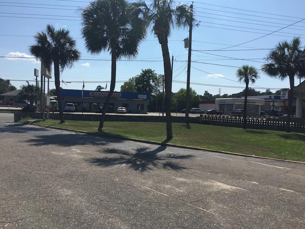 Sandusky Motel Marianna Florida