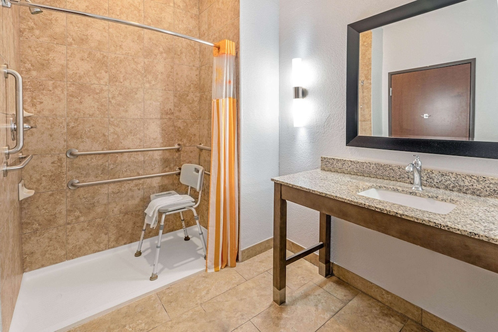 Bathroom Shower, La Quinta Inn & Suites by Wyndham Guthrie