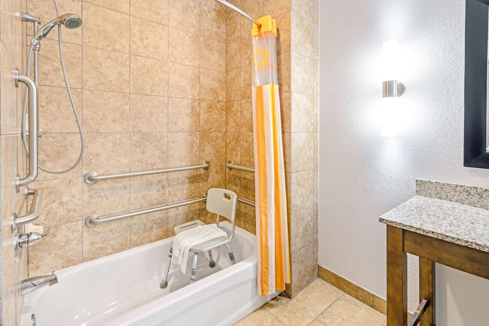 Accessible bathroom, La Quinta Inn & Suites by Wyndham Guthrie