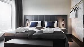 1 soveværelse, skrivebord, mørklægningsgardiner, strygejern/strygebræt