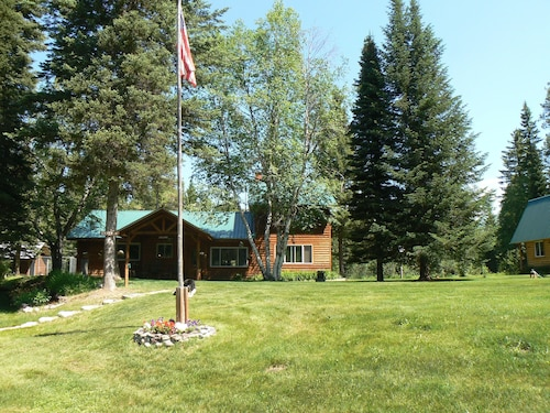 Smoky Bear Ranch Bed & Breakfast & Cabins