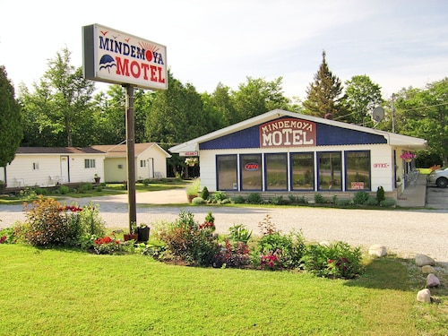 Great Place to stay Mindemoya Motel near Central Manitoulin