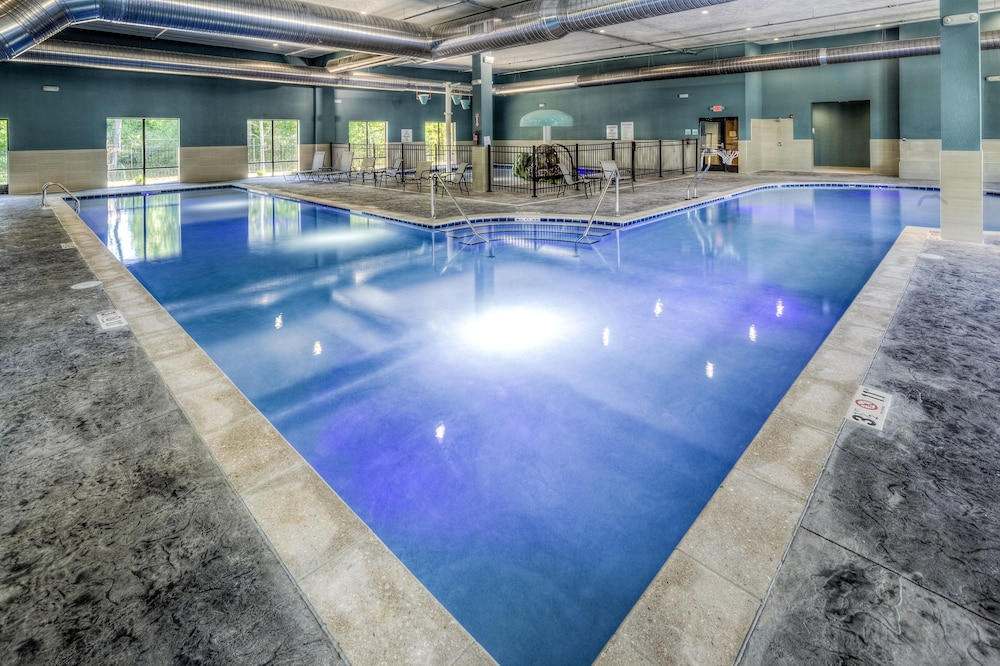 Pool, Holiday Inn Express & Suites Cleveland West - Westlake, an IHG Hotel