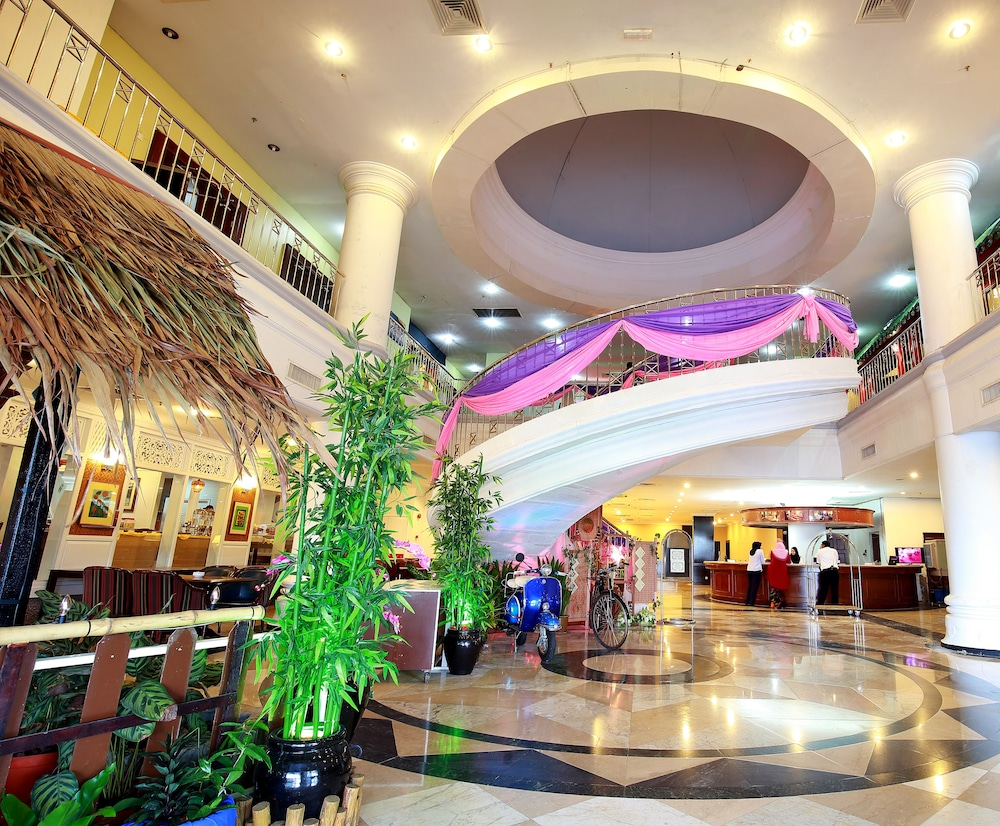 Lobby, The Putra Regency Hotel
