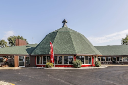 Great Place to stay The Round Barn Lodge near Spring Green