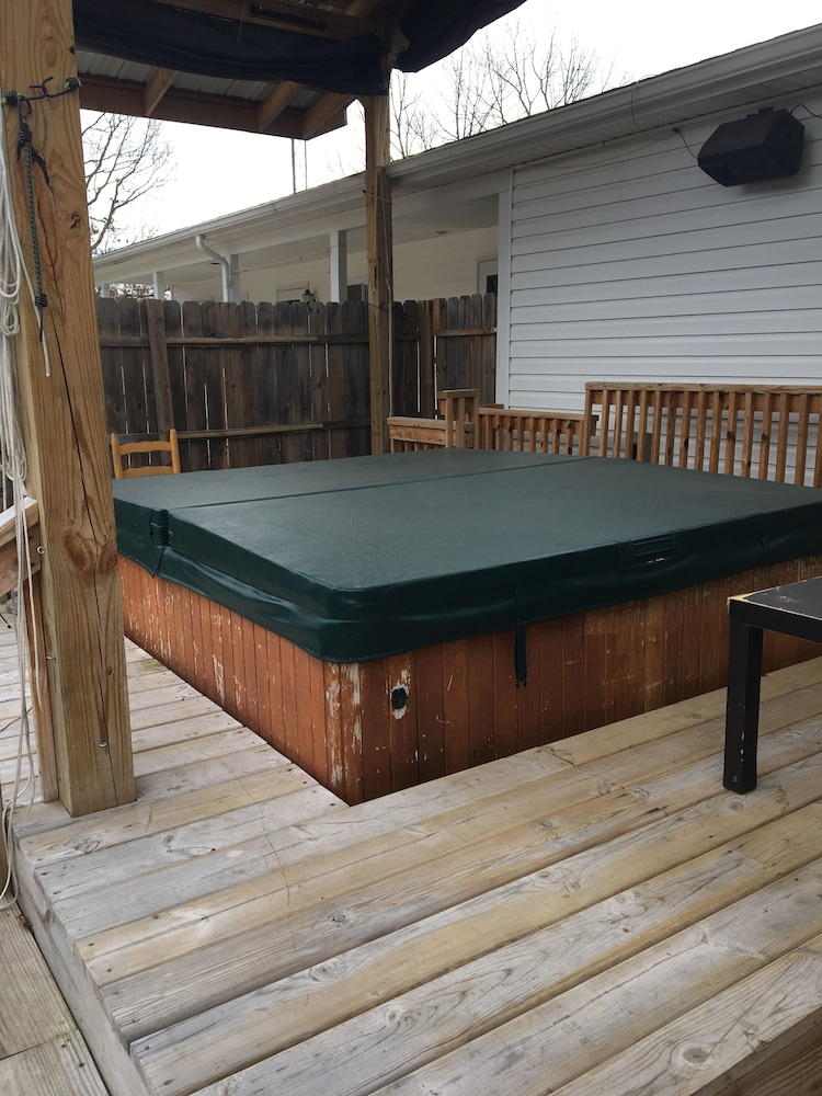 Outdoor Spa Tub, Scully's Manistee Outpost Motel