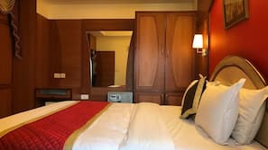 Egyptian cotton sheets, in-room safe, desk, rollaway beds