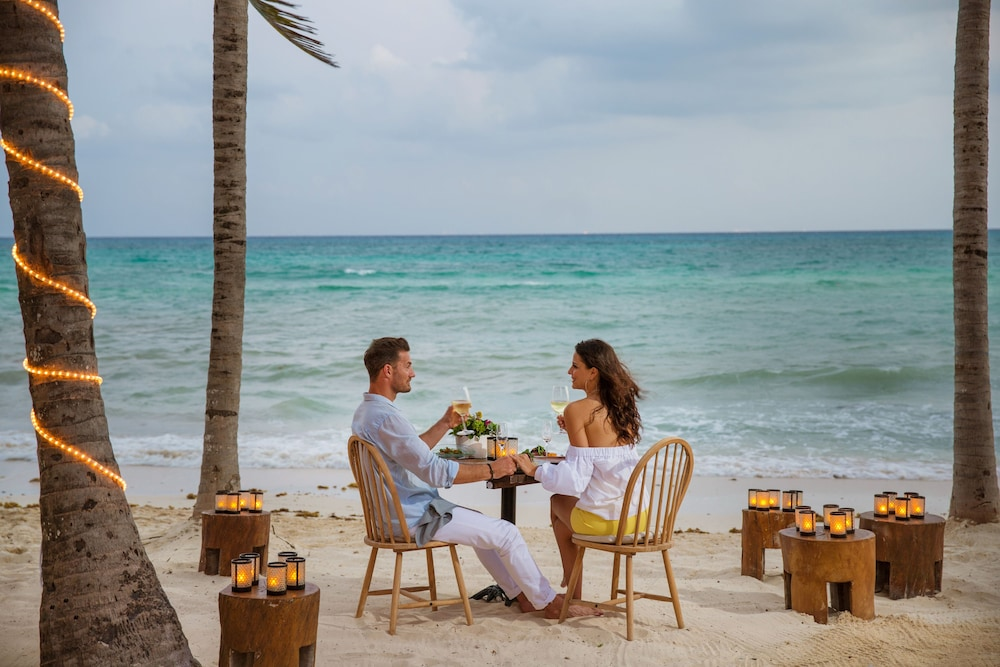 Couples Dining, Thompson Playa Del Carmen - Adults Only