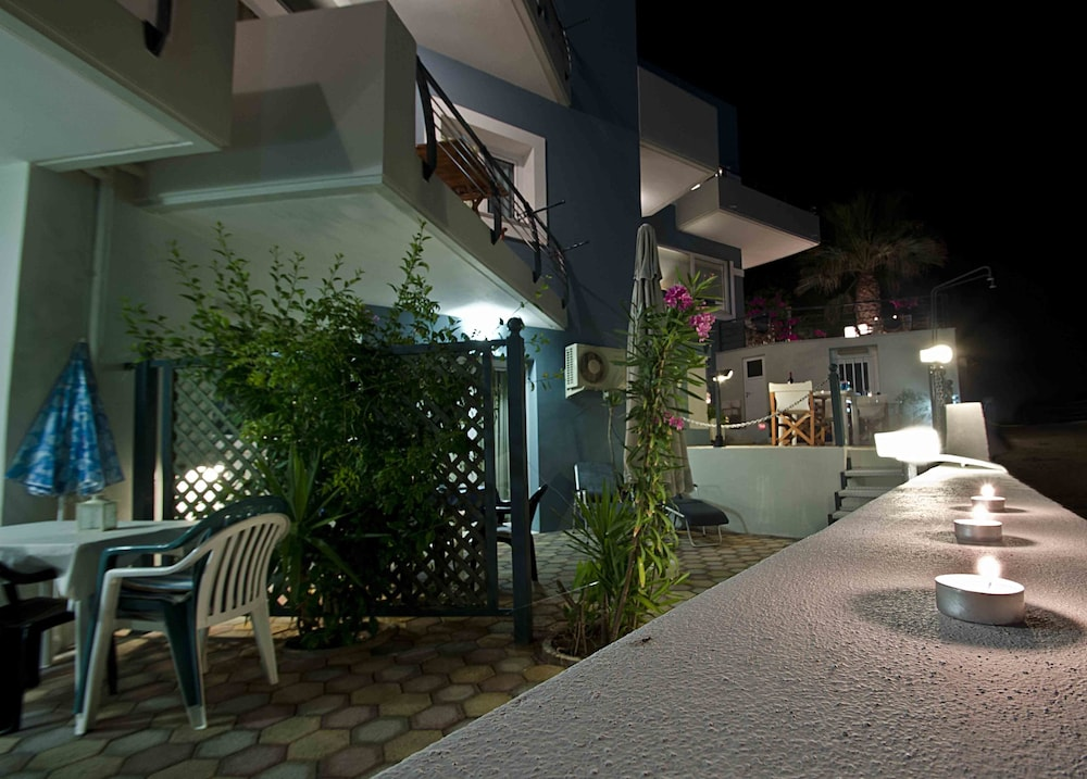 Front of Property - Evening/Night, Sea Breeze