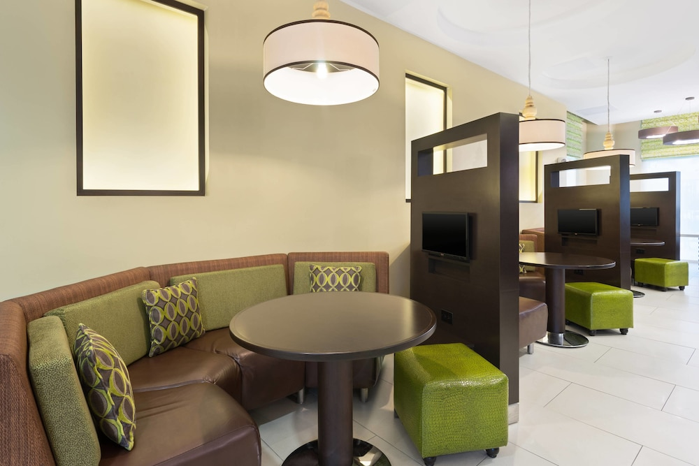 Lobby Lounge, Courtyard by Marriott Kingston, Jamaica
