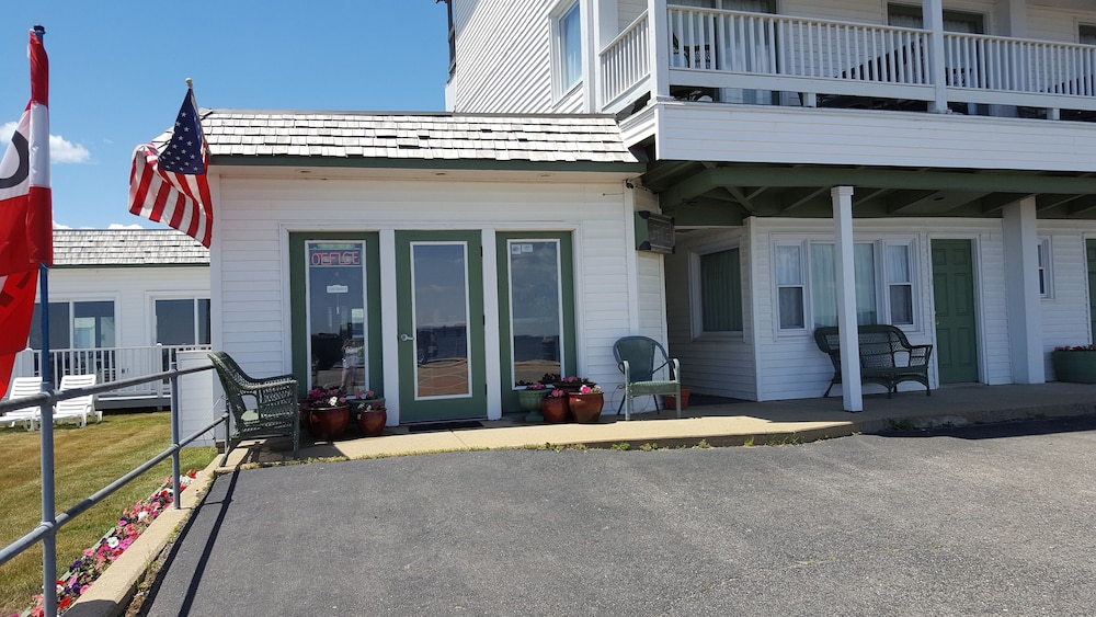 cottage building motel old gull hotel beachfront orchard inn on maine cottages specials lodging and the beach