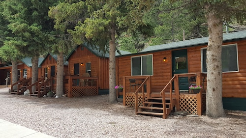 Great Place to stay Trails End Cabins & Motel near Hill City