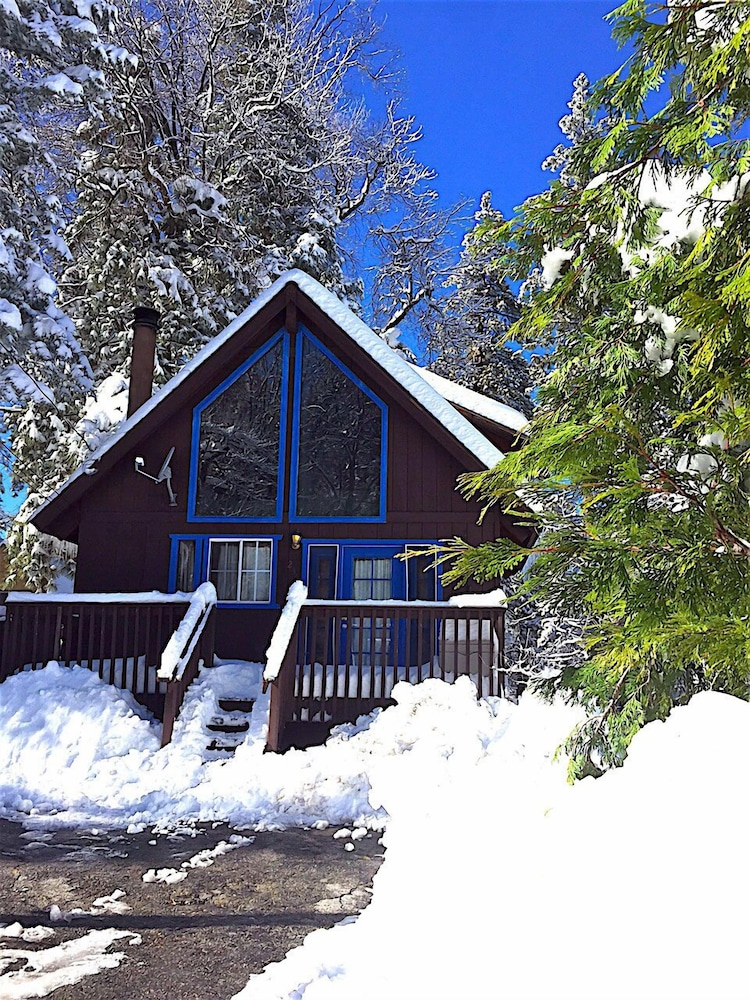 Tao cabin 2 reviews photos rates for Big bear 2 person cabin