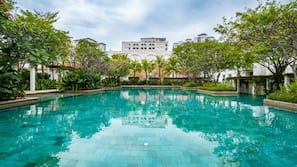 3 kolam renang outdoor